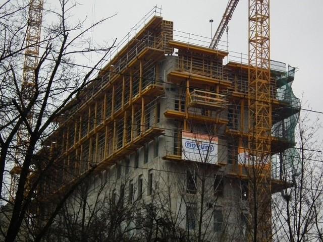 Budowa Nobel Tower.