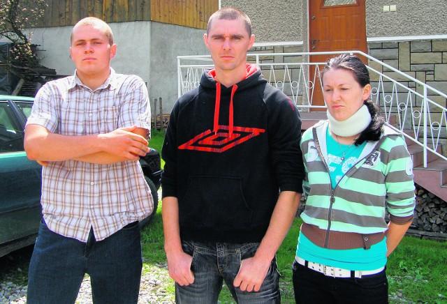 Od lewej: Piotr Pawlak, Rafał Zawiślan i jego siostra Dorota. Ta trójka została dotkliwie pobita przez ochronę dyskoteki Sigma w Lipnicy Małej