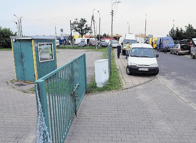 W pobliżu ulicy Klenowskiej znajduje się parking. Zdaniem prezesa giełdy, nie można jednak na nim handlować