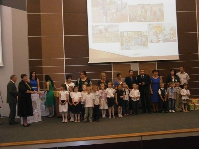 """Uczestnicy Wojewódzkiej Gali konkursu """"Mam 6 lat"""" zorganizowanego przez Ministerstwo Edukacji Narodowej."""