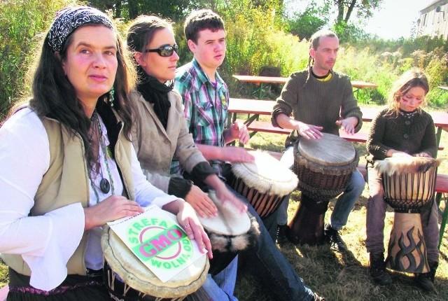 Bębniarze z Gór Kaczawskich przygrywali na Święcie Ziemniaka w Dworze Czarne