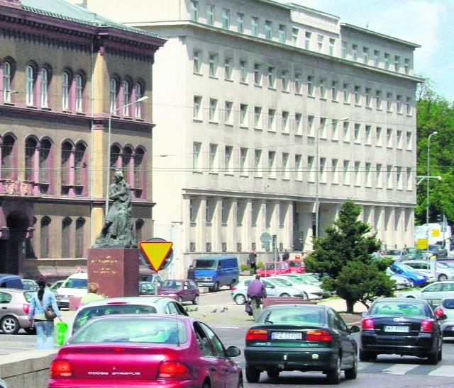 Krajowy Rejestr Karny przy Sądzie Okręgowym w Poznaniu znajduje się przy al. Marcinkowskiego 32