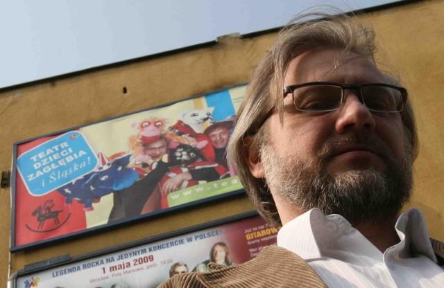 Dariusz Wiktorowicz chce, by teatr łączył ludzi, nieważne czy są z Zagłębia, czy ze Śląska (w tle kontrowersyjna reklama)