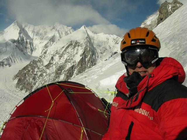 Artur Hajzer w obozie II w drodze na Broad Peak