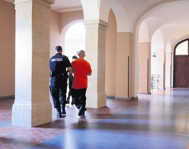 W środę mężczyźni podejrzani o uprowadzenie 19-latka stanęli przed sądem, który zdecydował, że powinni trafić do aresztu