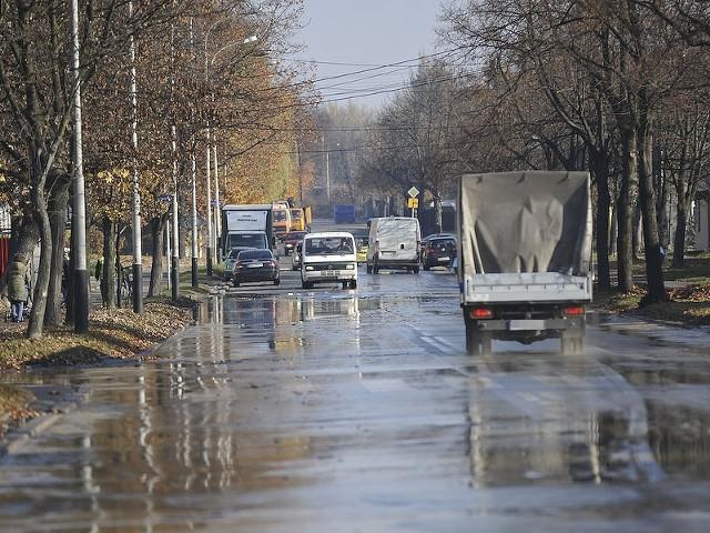 Nie wiadomo skąd wzięła się woda zalewająca św. Franciszka w Łodzi.
