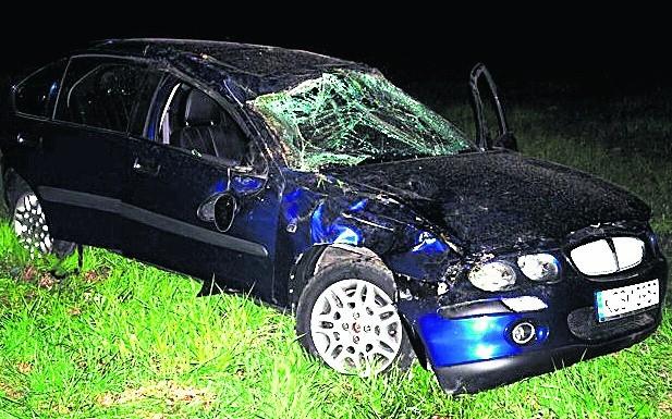Samochód nastolatki wielokrotnie koziołkował
