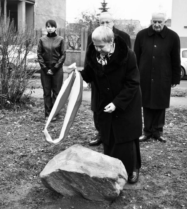 Dęby pamięci sadziła między innymi Gabriela Zych, prezes Stowarzyszenia Rodzina Katyńska w Kaliszu, która 10 kwietnia 2010 roku zginęła w katastrofie smoleńskiej