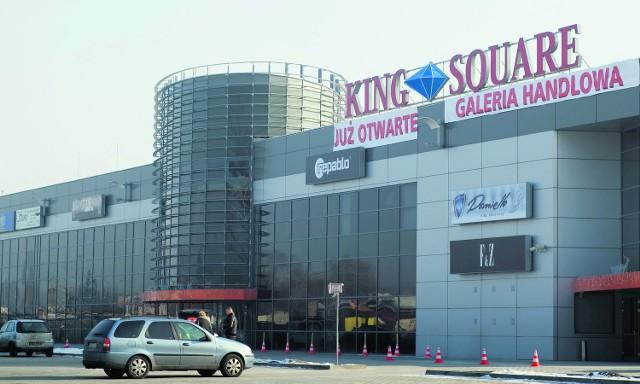 Dwa budynki galerii handlowej otwarto w grudniu 2010 roku. Trzeci dopiero powstaje