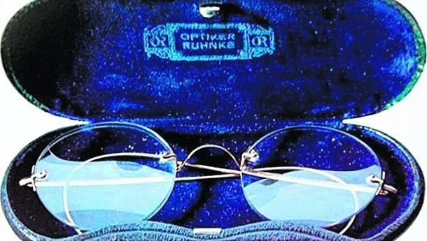 Na aukcji znalazły się okulary dyktatora