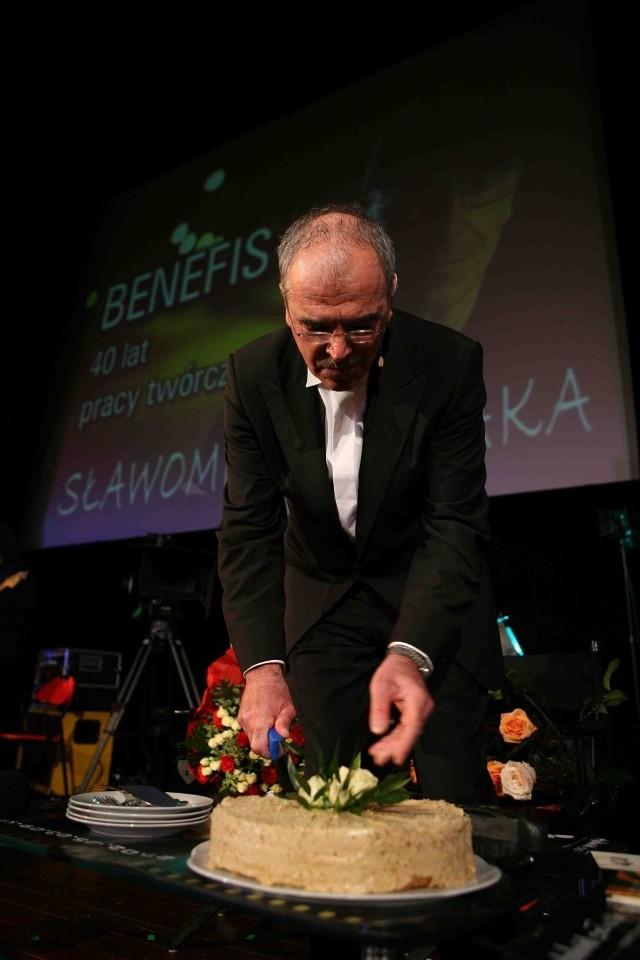 Podczas niedzielnego benefisu Mistrz pokroił tort 40-lecia