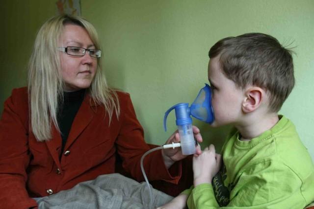 Irena Witek-Bugla z synem Tymoteuszem jest wdzięczna za okazywaną pomoc