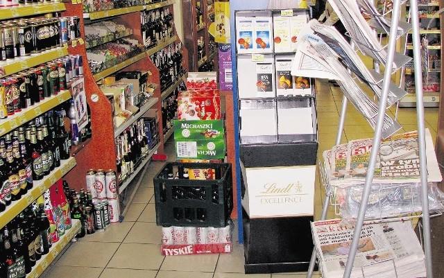Jedno z wąskich przejść w sklepie ,,Grosik'' przy ul. Wrocławskiej w Ostrowie