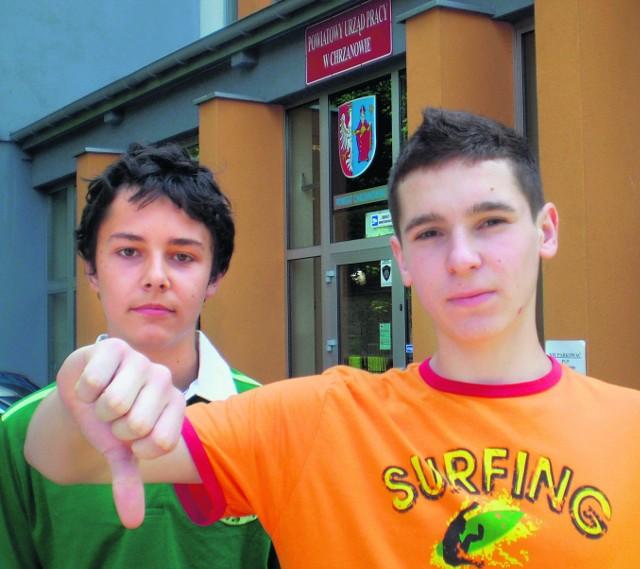 Mateusz Chmielik (z prawej) szuka sezonowej pracy. Na razie bezskutecznie