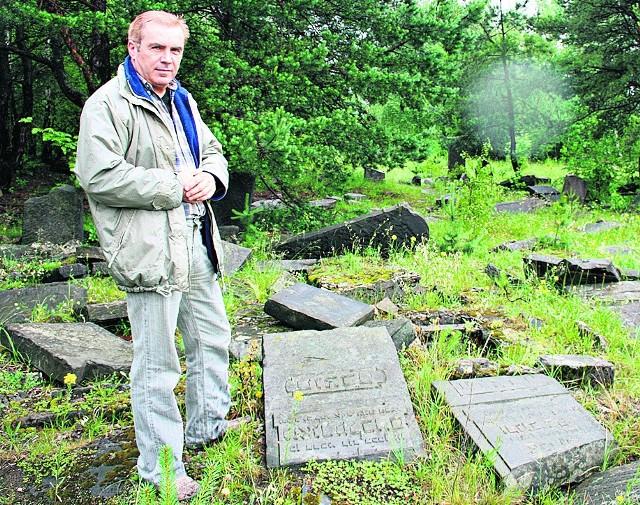 Zbigniew Nocoń  chce, by miasto zadbało o miejsce pochówku