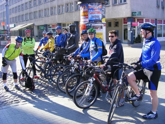 Pomnik Starego Marycha jest już tradycyjnym miejscem spotkań  rowerzystów