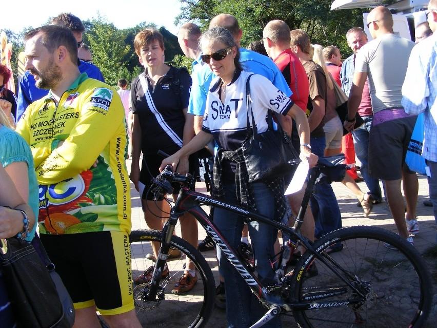 Edyta Swat (na zdjęciu z rowerem) jak większość uczestników...