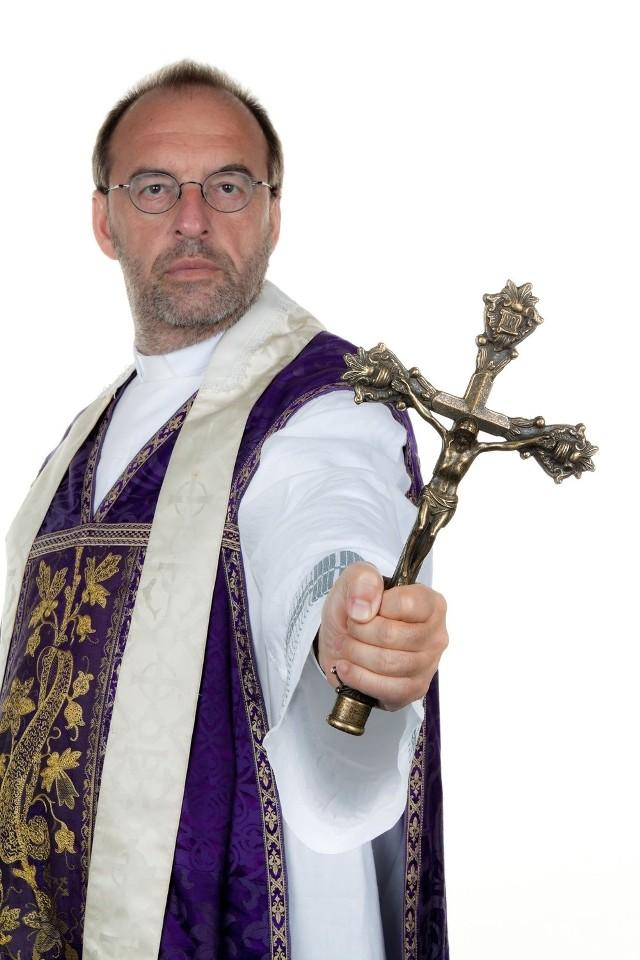 Nabożeństwa z udziałem egzorcystów stają się coraz popularniejsze