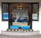 Twórczość Marka Okrassy w oknie Urzędu Miasta Oleśnicy. Widzieliście?