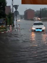 Burze nad woj. śląskim. Woda zalała ulice, piwnice oraz samochody [ZDJĘCIA