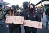 """""""Dzień Kobiet Bez Kompromisów"""". Strajk Kobiet w centrum Warszawy manifestował za legalizacją aborcji"""