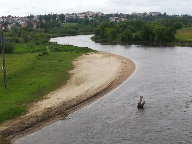 Plaża miejska przez lata funkcjonowała przy moście Hubala.