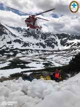 Warunki w Tatrach. Uwaga na lawiny! W środę śnieg porwał parę turystów. Z poważnymi obrażeniami trafili do szpitala