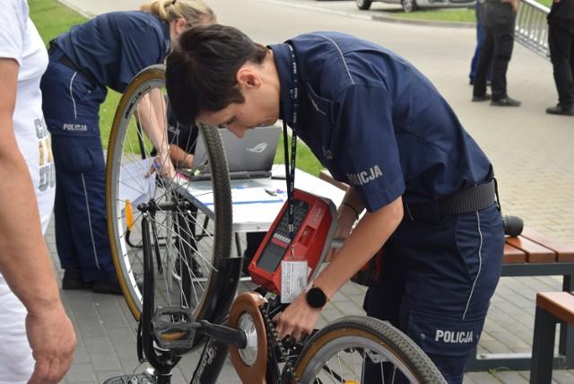 Policjanci z Kalisza zaprosili na akcję znakowania rowerów