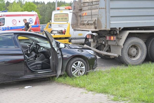 """Wypadek na rondzie przy """"Castoramie"""" w Grudziądzu"""