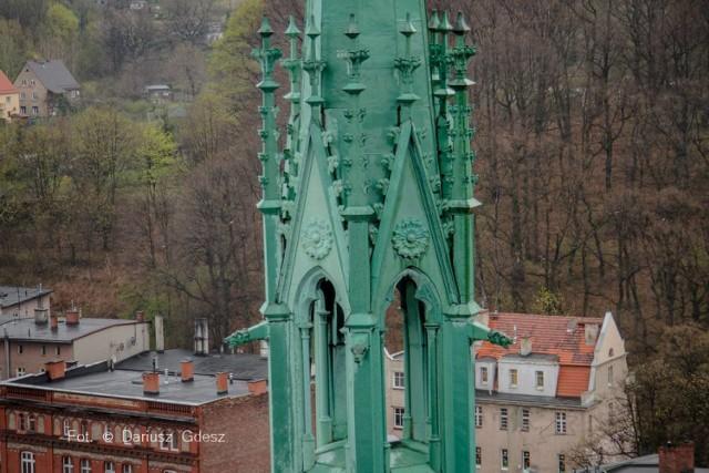 Co skrywa wieża kościoła Aniołów Stróżów w Wałbrzychu? Zajrzeliśmy do środka, zobaczcie zdjęcia