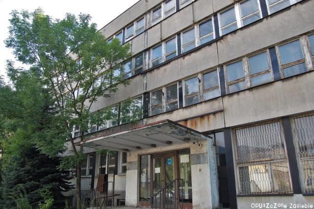 Tak dziś wygląda wnętrze biurowca dawnej Dąbrowskiej Fabryki Obrabiarek DEFUM Zobacz kolejne zdjęcia/plansze. Przesuwaj zdjęcia w prawo - naciśnij strzałkę lub przycisk NASTĘPNE