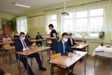 Koronawirus. Bądź na bieżąco! Nie będzie obowiązku noszenia maseczek w szkołach. Jest decyzja ministra Dariusza Piontkowskiego
