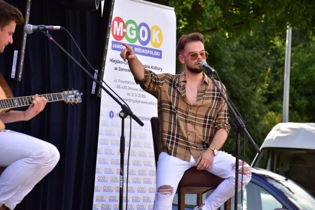 Koncert na leżakach w Janowcu Wielkopolskim. Wystąpił KasjaN.