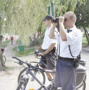 W ośrodku przy Pogorii III swoje stanowiska mają nie tylko ratownicy ale i policyjne patrole.