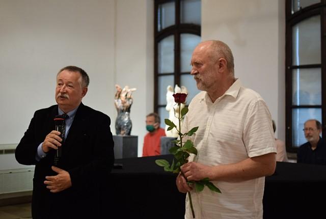 W galerii sztuki Dwór Karwacjanów w Gorlicach  trwa wystawa rzeźby Bogdana Samborskiego
