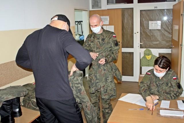 Po raz pierwszy w tym roku w 52 Batalionie Remontowym Ziemi Człuchowskiej w Czarnem wcielono 39 ochotników w ramach I turnusu służby przygotowawczej.