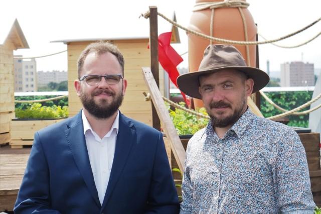 Bracia pszczelarze z Chmielnika: Maciej Szela, koordynator programu #TAKdlaPszczół, Rafał Szela, pomysłodawca programu #TAKdlaPszczół