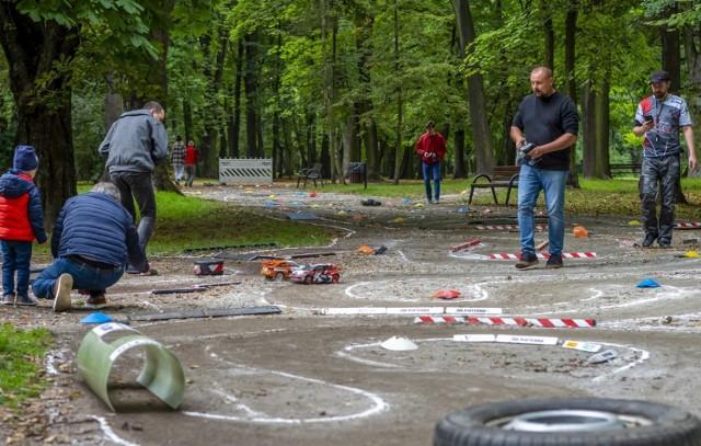 Wyścigi modeli samochodów rajdowych w bytomskim Parku Kachla za nami. Zobaczcie zdjęcia >>>