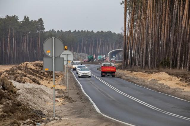Ministerstwo środowiska wiele w sprawie utworzenia parku narodowego w Puszczy Bydgoskiej na razie do powiedzenia niewiele ma. Decyzja środowiskowa o budowie trasy wydana przez Regionalną Dyrekcję Ochrony Środowiska w Bydgoszczy jest w tej chwili analizowane przez Generalnego Dyrektora Ochrony Środowiska.