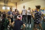 Krotoszyn: Społeczność Zespołu Szkół Ponadpodstawowych nr 2 obchodziła dzień chłopaka