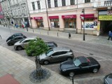 Przez pandemię na parkingach w centrum Tarnowa znowu luźniej. Czy miasto zrezygnuje z pobierania opłat? [ROZMOWA]