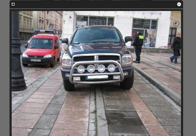 Krajowa Mapa Zagrożeń Bezpieczeństwa istnieje od trzech lat. Mieszkańcy za jej pomocą mogą zgłaszać przestępstwa i mniej poważne przewinienia. Jedna z opcji pozwala na oznaczanie miejsc, w których spotkać można nieprawidłowo zaparkowane pojazdy.   Zobaczcie, na których bydgoskich ulicach jest ich najwięcej
