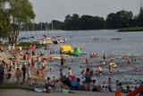 Lato w Śremie: plaża nad jeziorem Grzymisławskim cieszy się ogromną popularnością podczas upałów