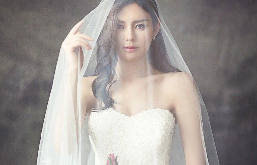 Te suknie ślubne są modne w 2021 r.  Trendy w modzie weselnej