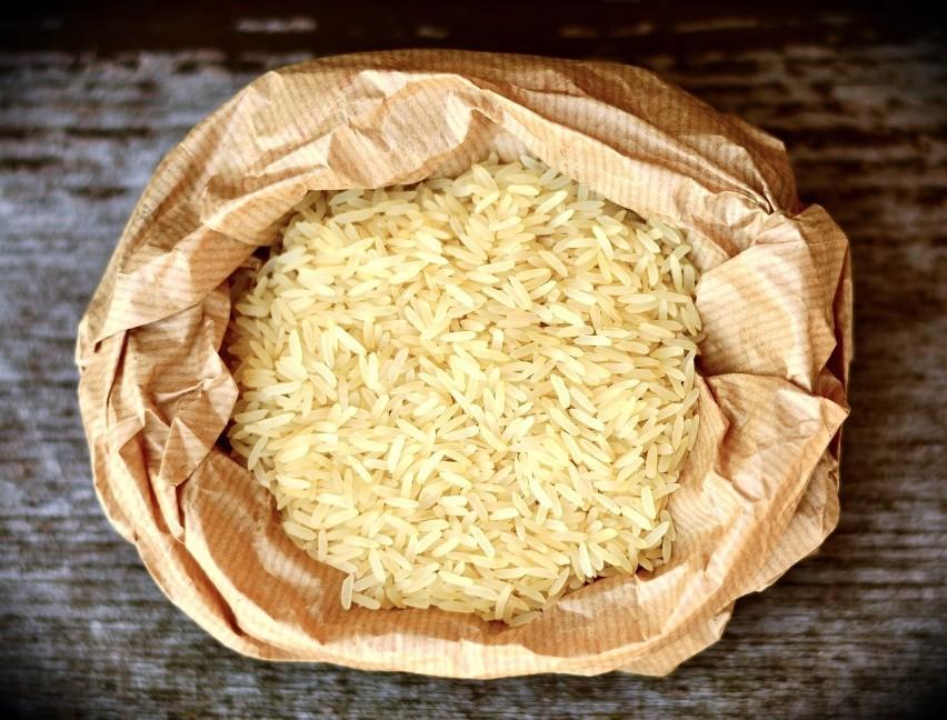 Wodę po gotowaniu ryżu można wykorzystać dla urody oraz...