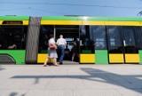 Autobusy, tramwaje i pociągi w piątek wożą pasażerów za darmo, ale jest jeden warunek