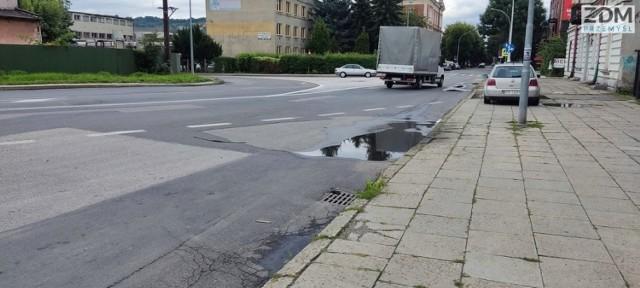 Ulica Mickiewicza przed remontem.