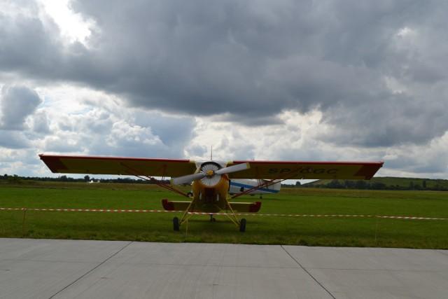 Otwarcie Gliwickiego Centrum Edukacji Lotniczej nastąpiło 28 sierpnia 2021 roku. Zaproszeni goście mogli zobaczyć pokazy lotów samolotów.   Zobacz kolejne zdjęcia. Przesuń w prawo - wciśnij strzałkę lub przycisk NASTĘPNE
