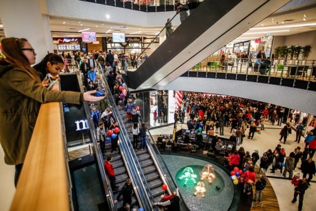 Niedziele handlowe LUTY 2019. Czy 3 lutego sklepy będą otwarte? Sklepy 3.02.2019 Kalendarz i zakaz handlu w niedzielę w 2019 roku