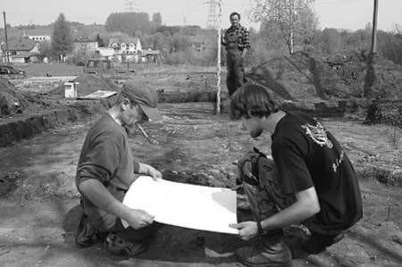 Leszek Krudysz, Maciek Milewski oraz Krzysztof Kopeć wierzą, że uda się odkryć kolejne tajemnice osady sprzed wieków.